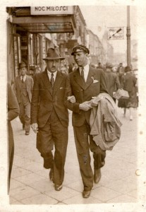 1933 VI Warszawa. Janek Kozielewski-Karski (z prawej, w czapce studenckiej) copy